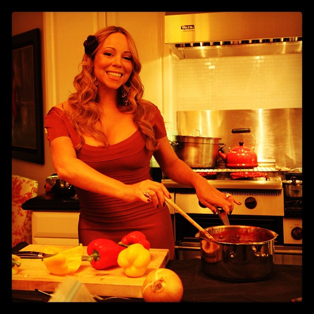 6 Celebrities Posing as They Cook in the Kitchen!
