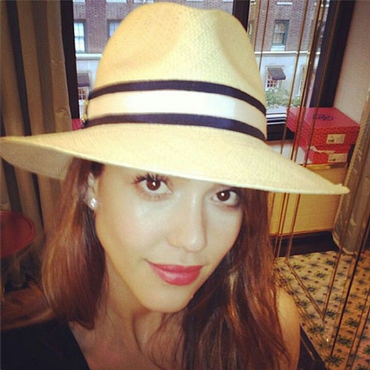 Jessica Alba Recalls Her Grandma's Makeup & Beauty Tricks