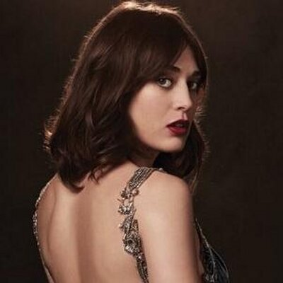 """Lizzy Caplan """"Didn't Get"""" Fashion But is Trying to Appreciate it"""