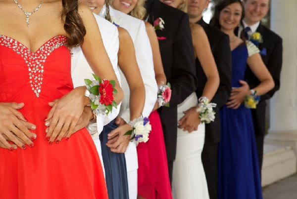 What to Wear with Your Dress: 8 Prom Accessories to Wear This Year
