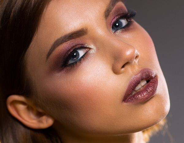 4 Natural Ways to Plump Your Lips: Get the Look You Want in 2020